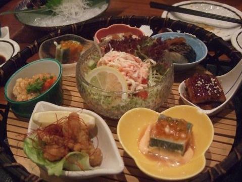 老三锅里补饭店