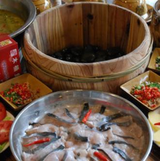 雅府正红木桶鱼